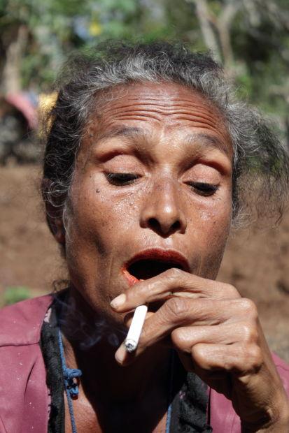 mama-merokok